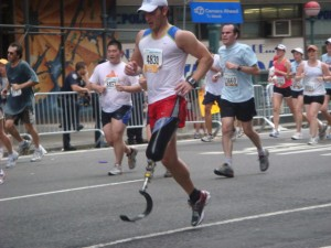 Runner with prosthetic, from arsmithiithoughts.blogspot.ca
