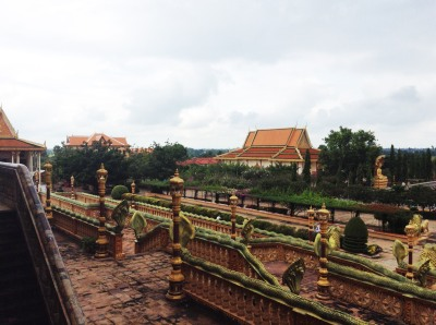 A monastery complex near Koh Chen on the Tonlé Sap River